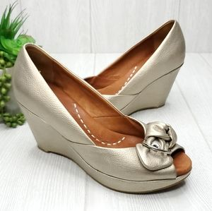 Gentle Souls Cupid's Bow Leather Wedge Sandals 8.5